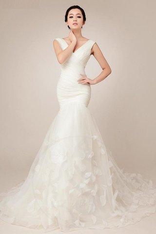 d40a3754d5aa Anche se questo abito da sposa molto moderno sembra bianco puro