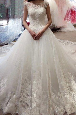 3492f2e1ed90 Per molte persone un abito da sposa moderno dovrebbe essere un tradizionale  abito bianco a figura intera