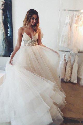 4621fccf8533 La maggior parte dei couture designer di abiti da sposa può progettare in  una vasta gamma di stili e tessuti